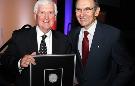 CAFP President Léo Duguay (left) presents the 2010 Lifetime Achievement Award to  the Rt. Hon. Don Mazankowski (right) in Calgary on May 19, 2010.